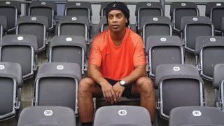 Ronaldinho vs freekickerz – Ultimate Crossbar Challenge